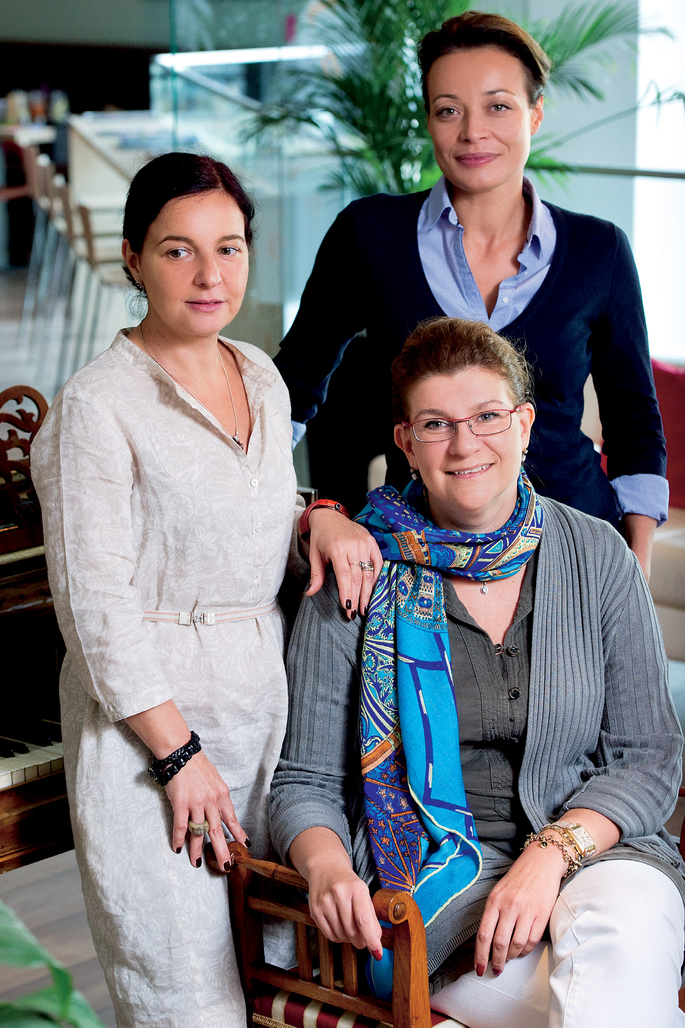 Anca Mitu, Cristina Nicolaescu si Liliana Ghitau - Readers Ladies: Trei femei si un refugiu fermecat