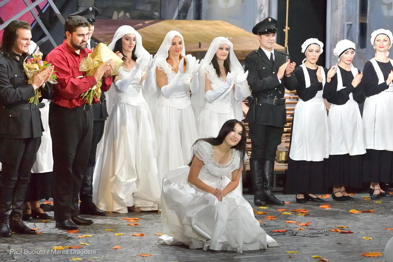 Premiera Operei Lucia di Lammermoor de Gaetano Donizetti în regia lui Andrei Șerban pe scena Operei Naționale București, cu Venera Protasova, Florin Guzga, Adrian Marcan.