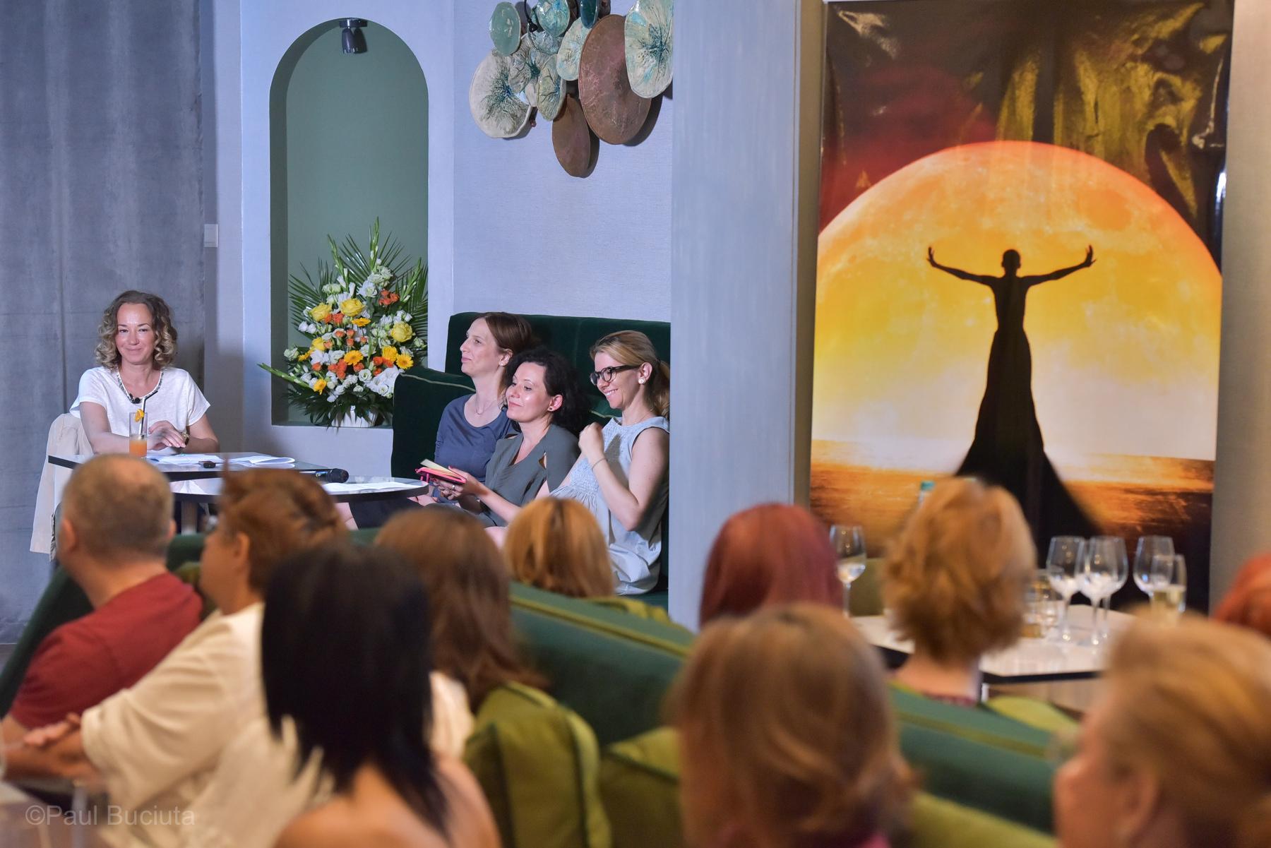 Marina Constantinescu a anunțat selecția FNT 2018. In imagine: Marina Constantinescu, actrita Ozana Oancea, teatrolog Oana Bors, coregrafa Oana Răsuceanu